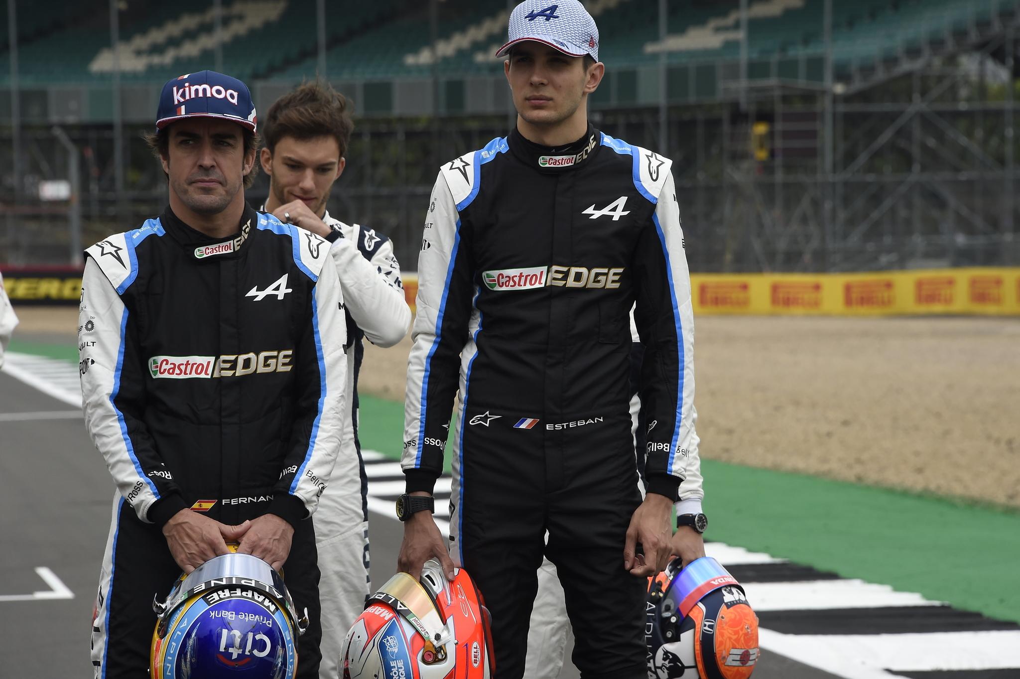 lt;HIT gt;Fernando lt;/HIT gt; lt;HIT gt;Alonso lt;/HIT gt; y Esteban Ocon Presentación F1 2022 con los pilotos G.P. de Gran Bretaña, 10 prueba de la temporada, en el circuito de Silverstone, el jueves 15 de julio de 2021 Foto Rubio *** Local Caption *** RUBIO
