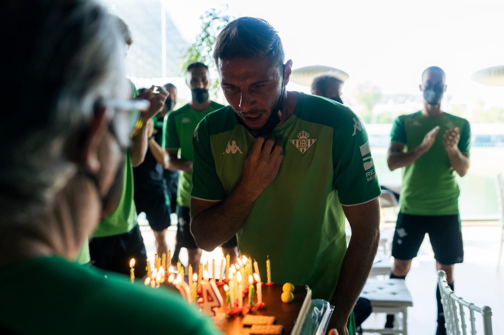 Joaquín, soplando las velas