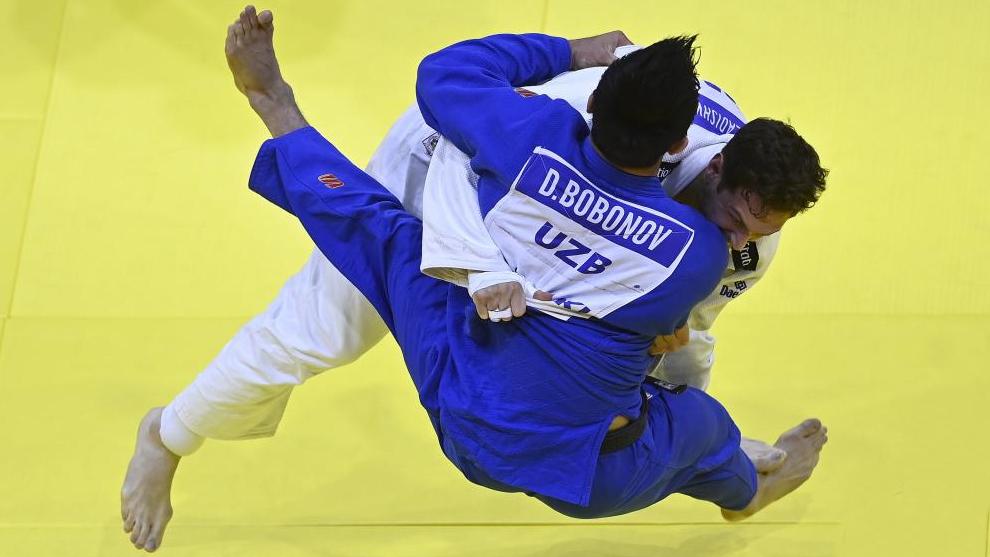 El momento en el que Niko gana la medalla de oro.