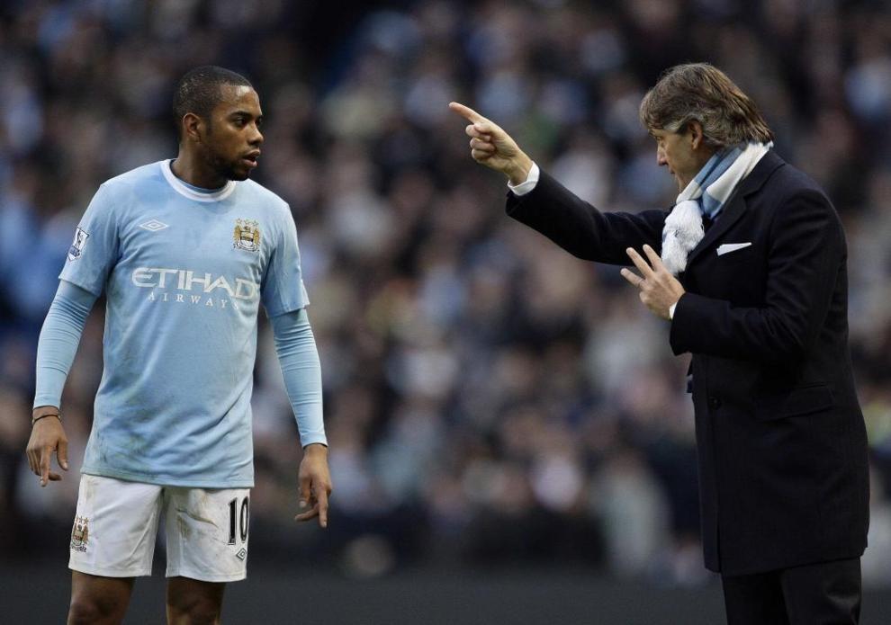Robinho en el Manchester City charlando con Mancini en la temporada 2009-10.