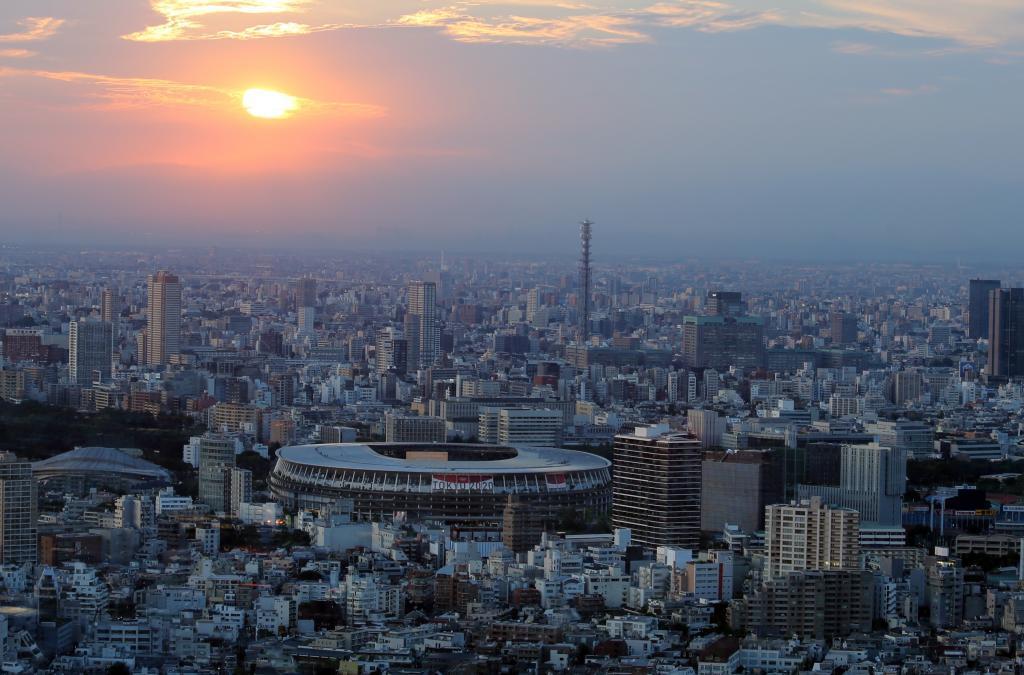 Un imagen aérea del Estadio sobre la ciudad de Tokio.