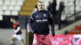 Zozulia calentando antes de un partido con el Albacete.