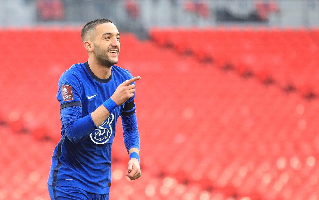 Hakim Ziyech festejando un gol con el Chelsea.