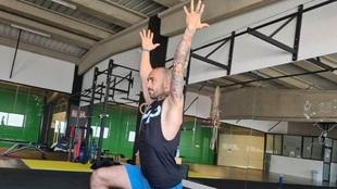 Este es el ejercicio indispensable para fortalecer el hombro