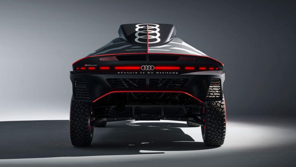Por detrás tiene estilo coupé y pilotos que recuerdan a los Audi de calle.