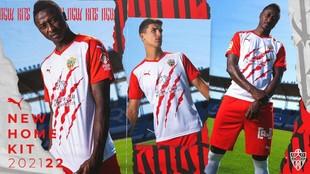 La foto de presentación de la nueva camiseta de la UD Almería.