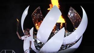 Osaka enciende la llama olímpica en una ceremonia que parecía imposible