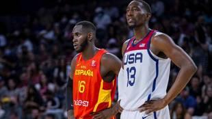 Usman Garuba junto a Bam Adebayo en el partido que España disputó en...
