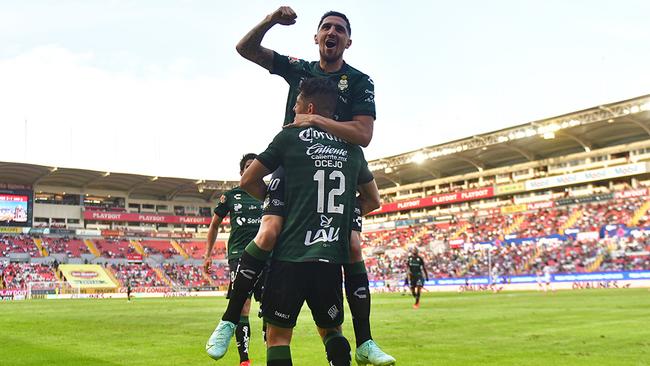 Santos arranca el torneo goleando al Necaxa