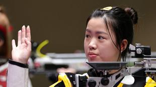 Qian Yang de China gana la primera medalla de oro de Tokyo 2020