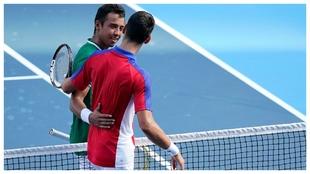 Djokovic y Dellien se saludan en la red