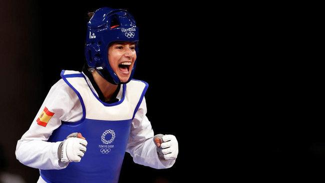 ¡Adriana Cerezo, a por el oro! Gana al final del primer asalto