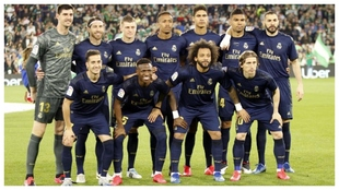 Real Madrid's team photo vs Real Betis in March of 2020, the last...