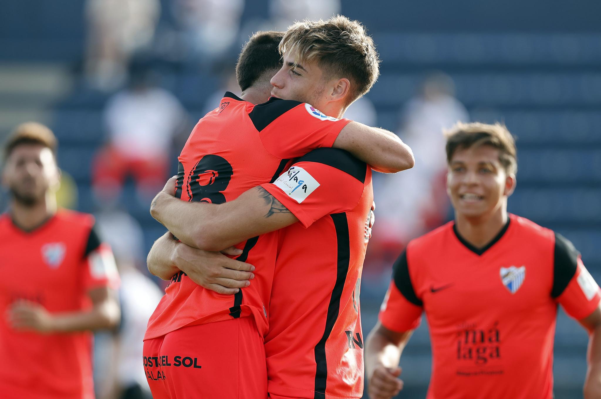 Los jugadores del Málaga celebrando uno de los dos goles