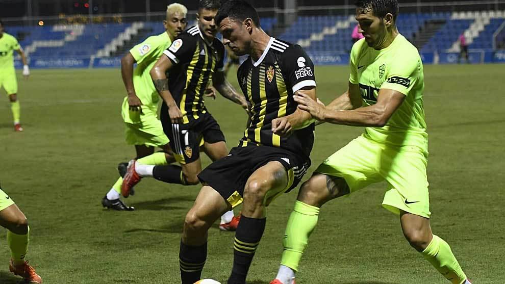 El Zaragoza sorprende al Elche que cae en su segundo partido