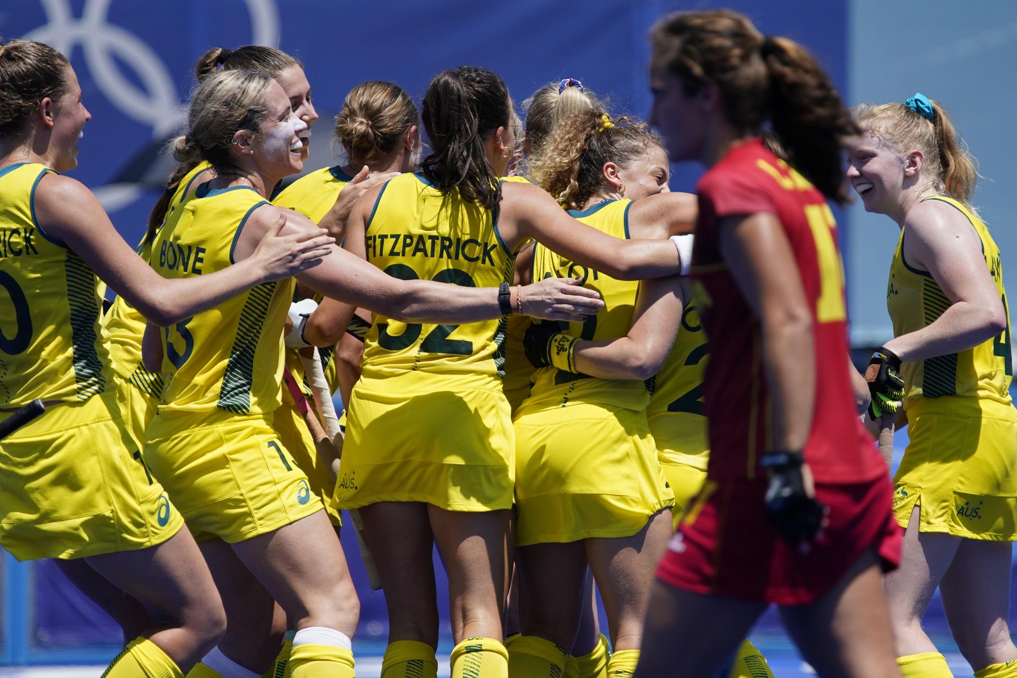 Las jugadoras de Australia celebran un gol contra España