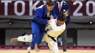 Combate entre Fabienne Kocher y Ana Pérez Box.
