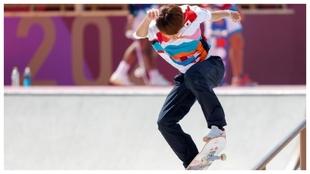 Yuto Horigome, en una acrobacia en la barandilla.