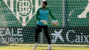 Rui Silva, en un entrenamiento del Betis en la ciudad deportiva.