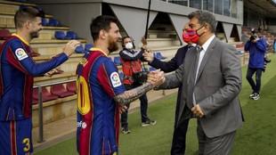 Laporta greets Messi.