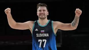 Luka Doncic celebra una de las canastas conseguidas ante Argentina