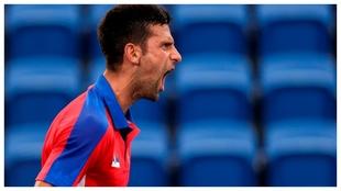 Djokovic grita durante su partido con el alemán Struff