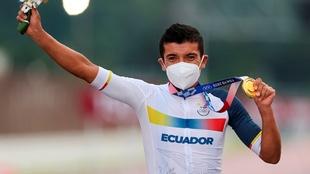 El oro de Carapaz crea un incendio en Ecuador
