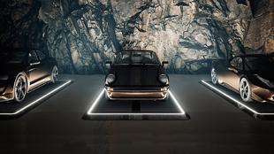 La iluminación da un aspecto dramático a los coches.