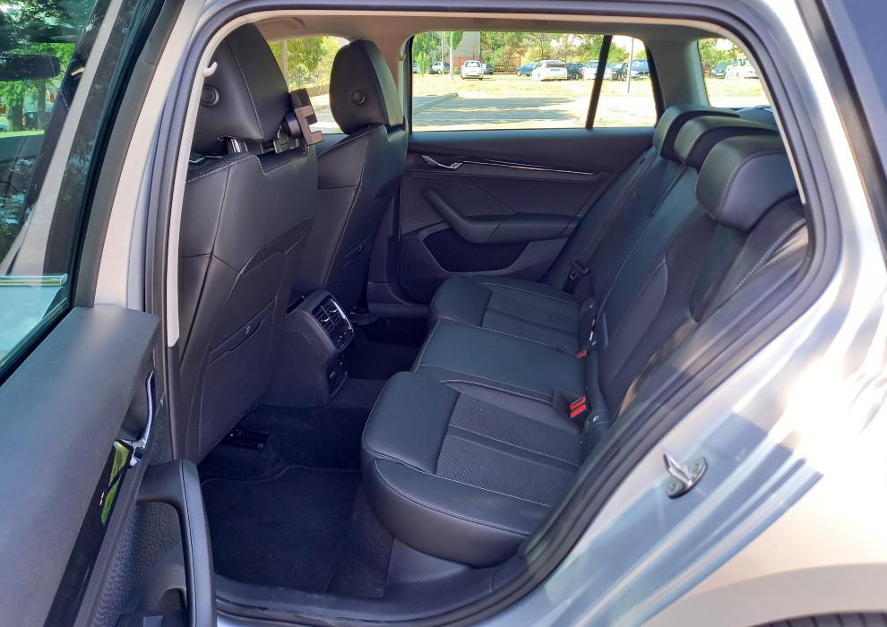 Los asientos traseros del Skoda Octavia Combi 1.5 TSI G-TEC 130 CV DSG.