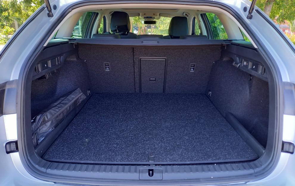 El maletero del Skoda Octavia Combi G-TEC tiene un volumen de 495 litros.