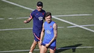 Simeone y Saúl, en un entrenamiento.