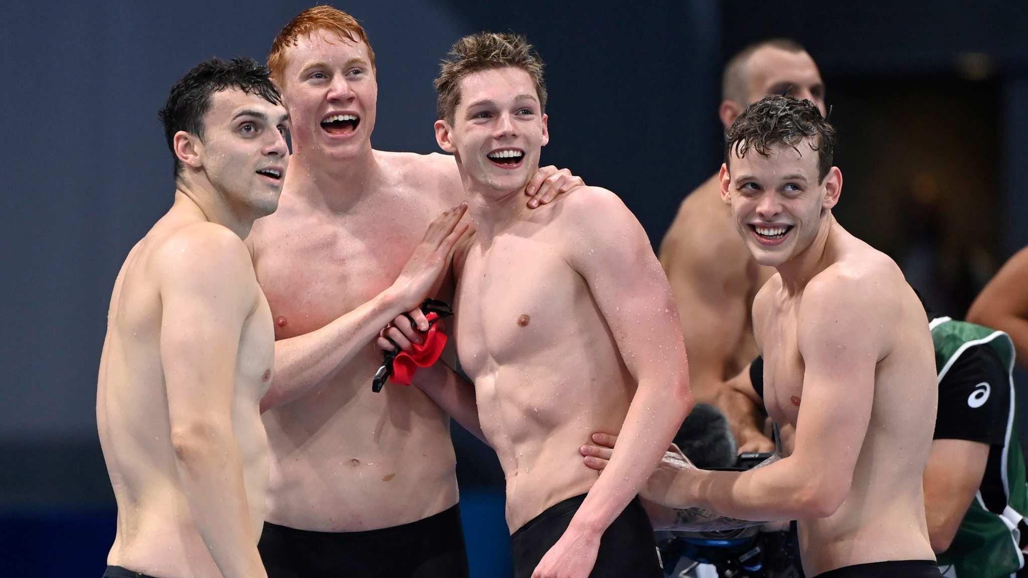 Los nadadores británico, al término de la final de 4x200 libre