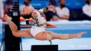 Roxana Popa durante su ejercicio en el suelo