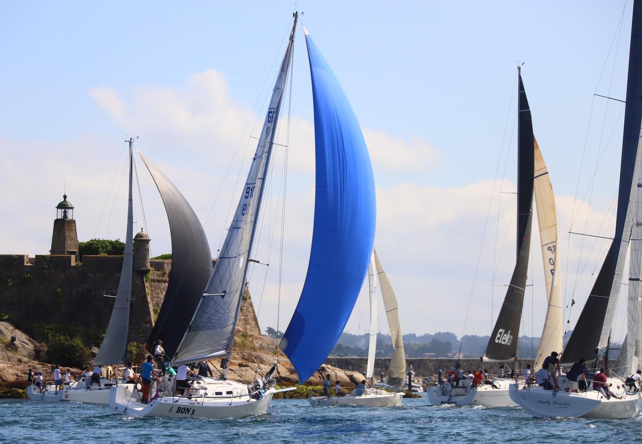 La flota, al través del castillo de San Antón