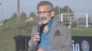 Carlos Mouriño (78) durante su intervención ante las familias.