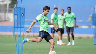J.J. Macías arrancó como titular con el cuadro azulón.