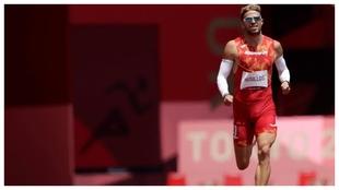 Óscar Husillos durante las series de 400 metros en Tokio.