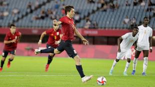 Mikel Oyarzabal taking a penalty