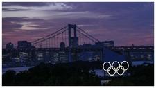 Imagen de la ciudad de Tokio con los aros olímpicos.