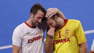 Roc Oliva y Quico Cortés, emocionados en su último partido con la...