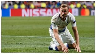 Harry Kane se lamenta durante la final de Champions contra el...