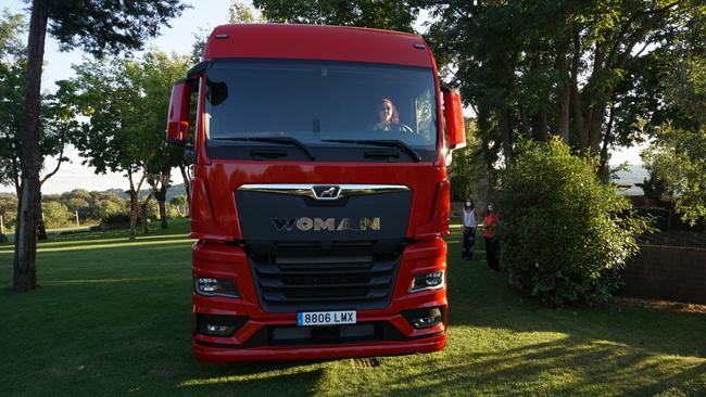El camión MAN TGX, con la camionera Ana Pellicero a bordo.