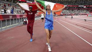 Barshim y Tamberi celebran sus oros olímpicos.