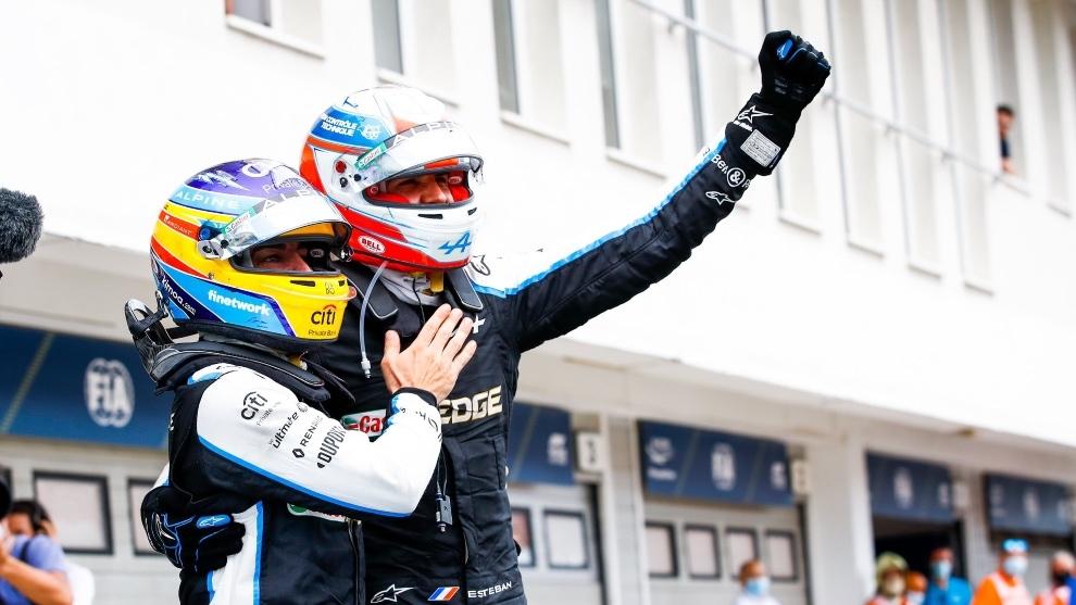 Fernando y Esteban Ocon celebrando su victoria en Hungría
