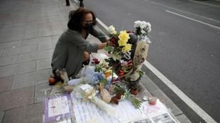 Flores en recuerdo de Samuel.