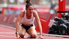 María Pía Fernández llora sobre la pista.