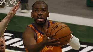 Chris Paul entra a canasta durante las pasadas Finales de la NBA