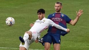 Gastón Silva, durante un partido contra el Real Madrid.