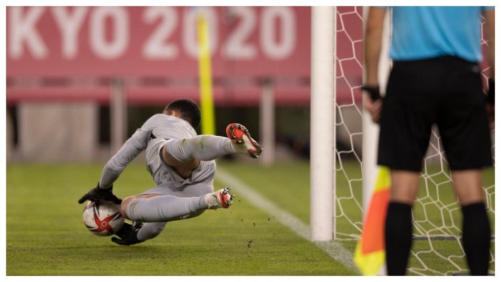 Penalti parado por Santos.