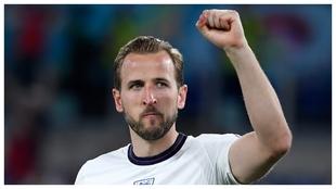 Harry Kane celebra un gol con Inglaterra contra Ucrania.